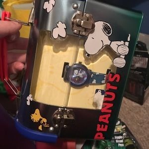 Peanuts watch with lunchbox